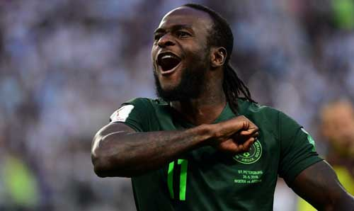 Nigeria's forward Victor Moses celebrates scoring a penalty to equalise during the Russia 2018 World Cup Group D football match between Nigeria and Argentina at the Saint Petersburg Stadium in Saint Petersburg on June 26, 2018. / AFP PHOTO / Giuseppe CACACE