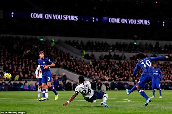 Chelsea took an early lead when Willian (10) skillfully worked the ball on to his right foot and bent his effort into the corner.