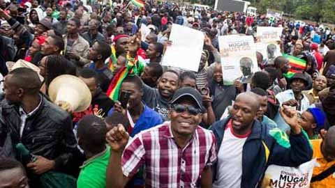 Thousands of Zimbabweans rally for Mugabe's resignation