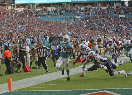 Dolphins running back Kenyan Drake scores the game-winning touchdown to stun the Patriots, 34-33 on Sunday. (AP)