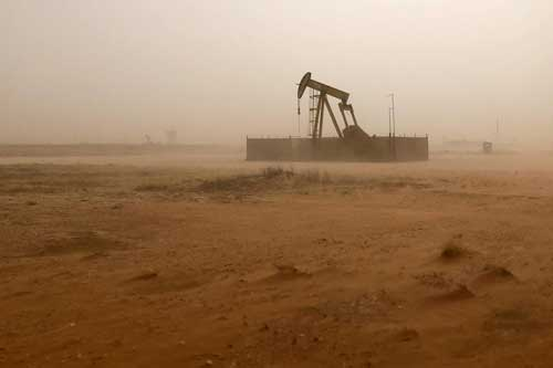 A pump jack lifts oil out of a well, during a sandstorm in Midland, Texas, U.S., April 13, 2018. REUTERS/Ann Saphir/File Photo