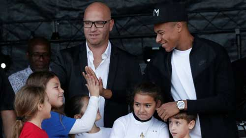 French World Cup hero Mbappé returns to hometown cheers in Bondy